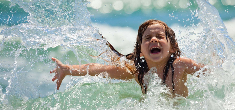 To the sea with a child: the benefits of bathing in sea water
